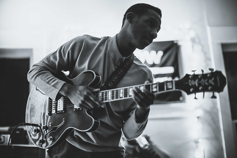 Escucha a Leon Bridges, 'Coming Home'