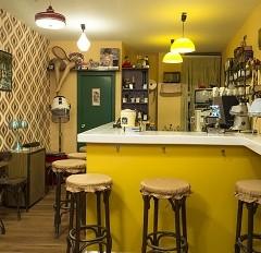 Esmol Jaus. Coffee and Vintage Shop