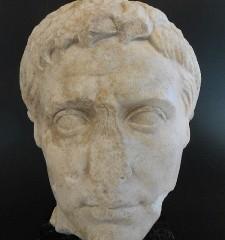 Exposicion y Jornadas con motivo del Bimilenario de la muerte de Augusto.