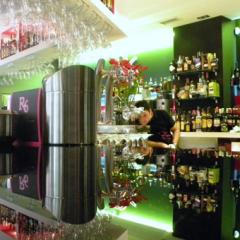 R-6 Café, Bar de Copas