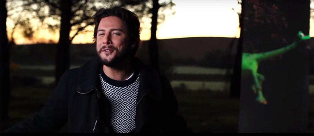 Manuel Carrasco canta en 'El viaje de Arlo'