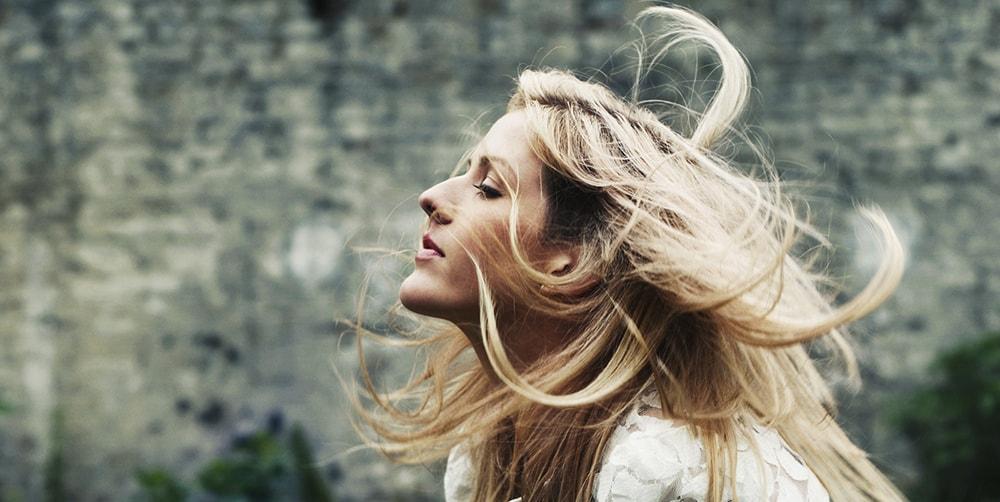 Nueva cancion de Ellie Goulding Something In The Way You Move min