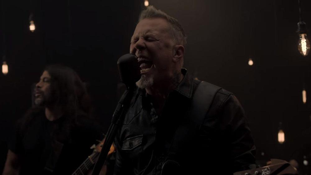 Escucha 'Moth into Flame' de Metallica