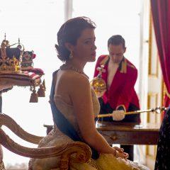 Isabel II se queda con el «trono» de los Globos de Oro 2017 de televisión