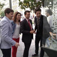 Granada convierte las cabinas de teléfonos en oficinas de información inteligentes