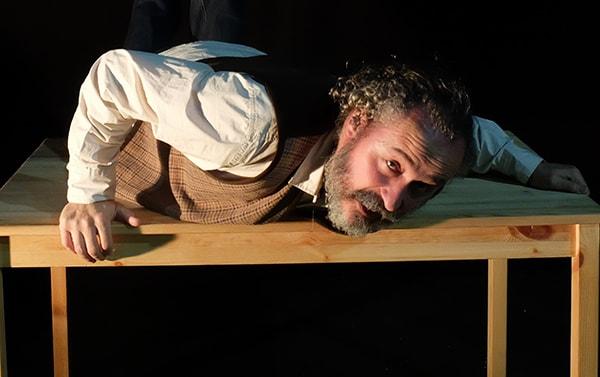 Ronco Teatro: 'Inútil sin referencias' en la Casa de Cultura de Gamonal