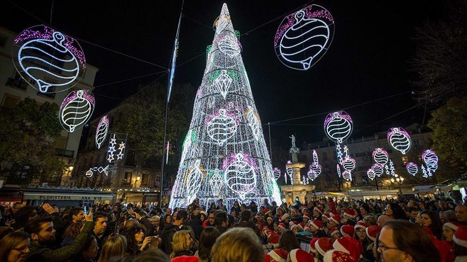 Granada estrena el alumbrado navideño este viernes con un gran espectáculo de luz y sonido en Plaza del Carmen