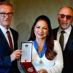 Gloria Estefan, Medalla de Oro de las Bellas Artes