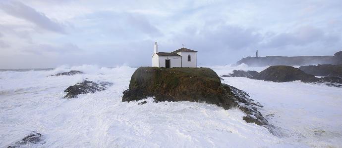Olas del mar de Galicia.  Faros y paisajes marinos, exposición en Vigo