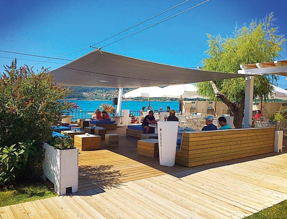 Menduiña restaurante terraza Cangas