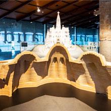 Paseando con Gaudí en Museo Diocesano de Barcelona. The Gaudí Exhibition Center