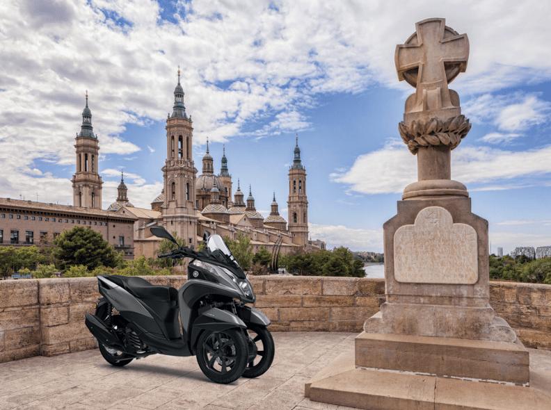 Vive una Zaragoza distinta con tu Yamaha Tricity 125