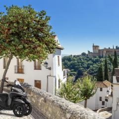 Vive una Granada distinta con tu Yamaha Tricity 125