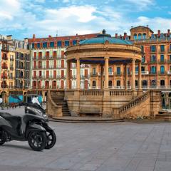 Vive una Pamplona distinta con tu Yamaha Tricity 125