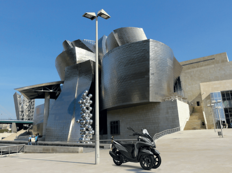 Vive un Bilbao distinto con tu Yamaha Tricity 125