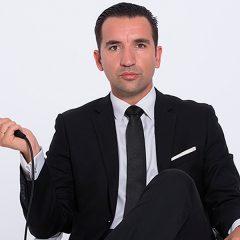 Miguel Lago pone orden en Teatro Reina Victoria en Madrid