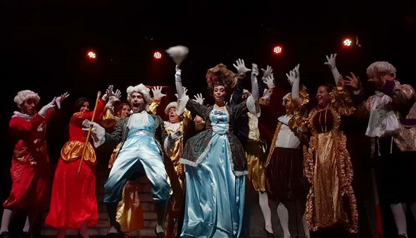 'Sale el sol' clausura el Festival de Teatro Aficionado