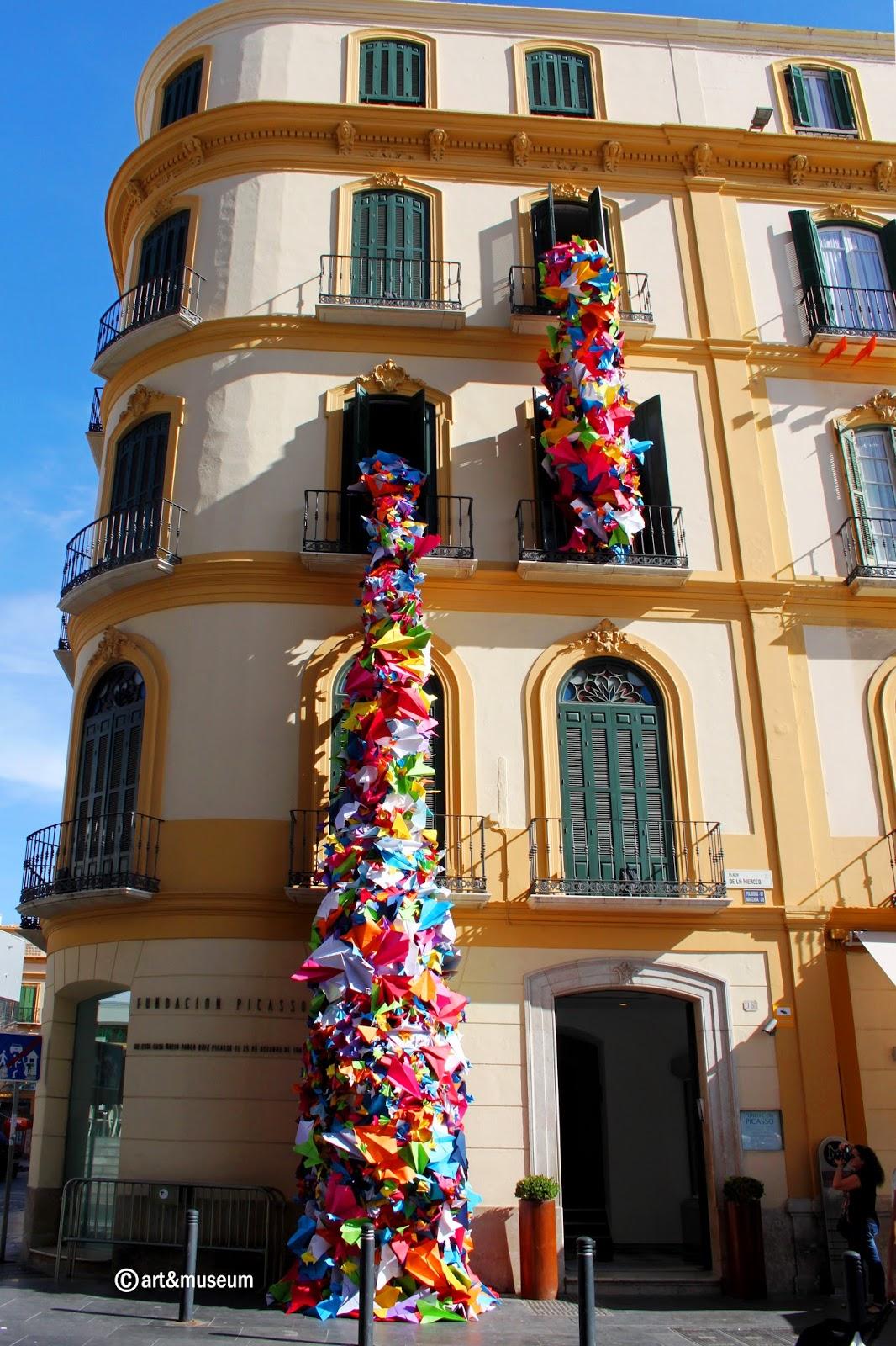 Instalación artística efímera en la fachada de la Casa Natal conmemoran el cumpleaños de Picasso en Málaga