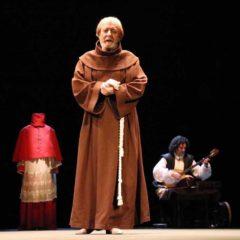 Cisneros, la línea de tiza en el Teatro Alhambra
