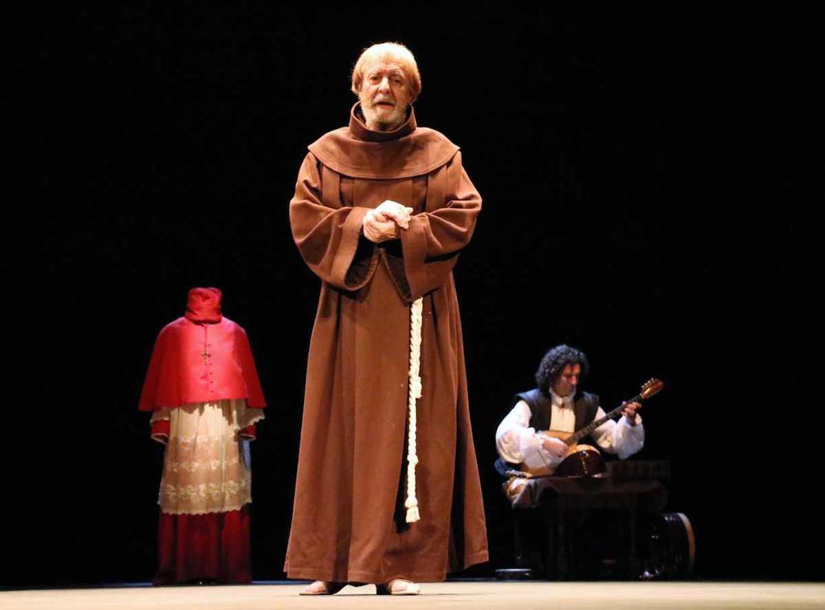 Cisneros, la línea de tiza con Roberto Quintana en el Teatro Alhambra