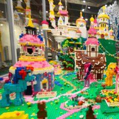 Exposición de modelos construidos con piezas LEGO más grande de Europa en Centro Comercial Gran Plaza 2 en Madrid