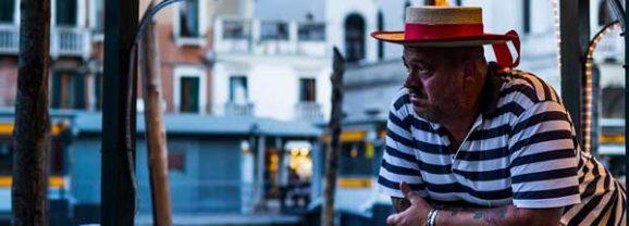 Alex Basha. Passeggero en Sala ACUA en Cuenca