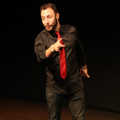 Andreu Casanova. Tinder sorpresa en Teatre de Blanes en Girona