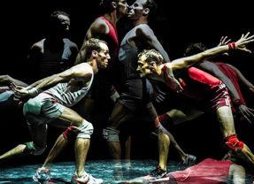 Un poyo rojo en Teatro Félix Petite  en Álava/Araba