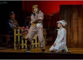 El pequeño conejo blanco en el Teatro Cervantes