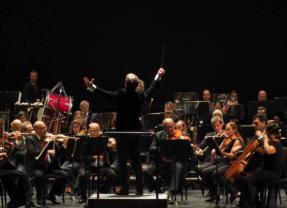 """La Orquesta de Córdoba nos ameniza, está aún mas cerca de nosotros. Ahora más que nunca, «""""Música a domicilio"""" «"""