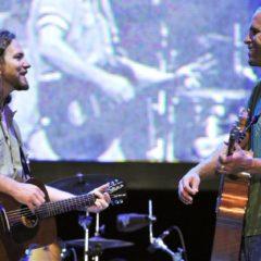 Eddie Vedder y Jack Johnson cantan juntos «Far behind» y «Constellations»