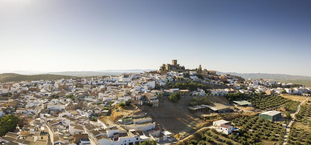 El turismo español de los próximos meses: Vacaciones en el pueblo, Playas sin extranjeros y Viajes más sostenibles. Se reforzará el Turismo en ciudades de tamaño medio