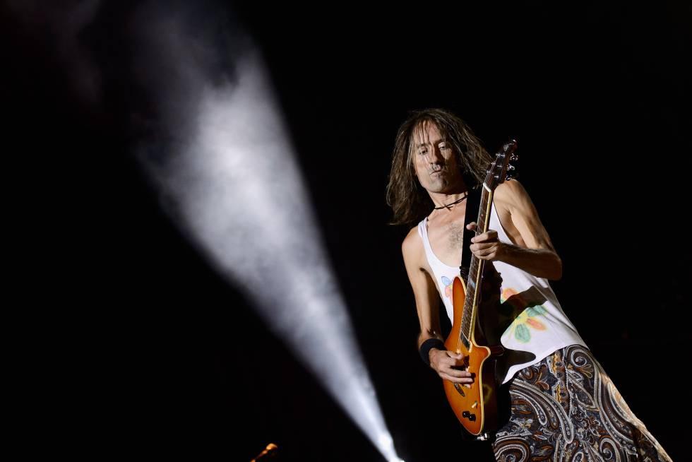 Robe Iniesta presenta la canción «Yo me quedo contigo aquí»