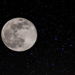 En abril #yomequedoencasa viendo la Superluna y la lluvia de estrellas