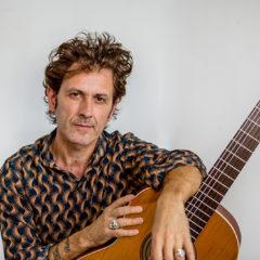 Coti lanza nueva canción, 'Por Ahí'
