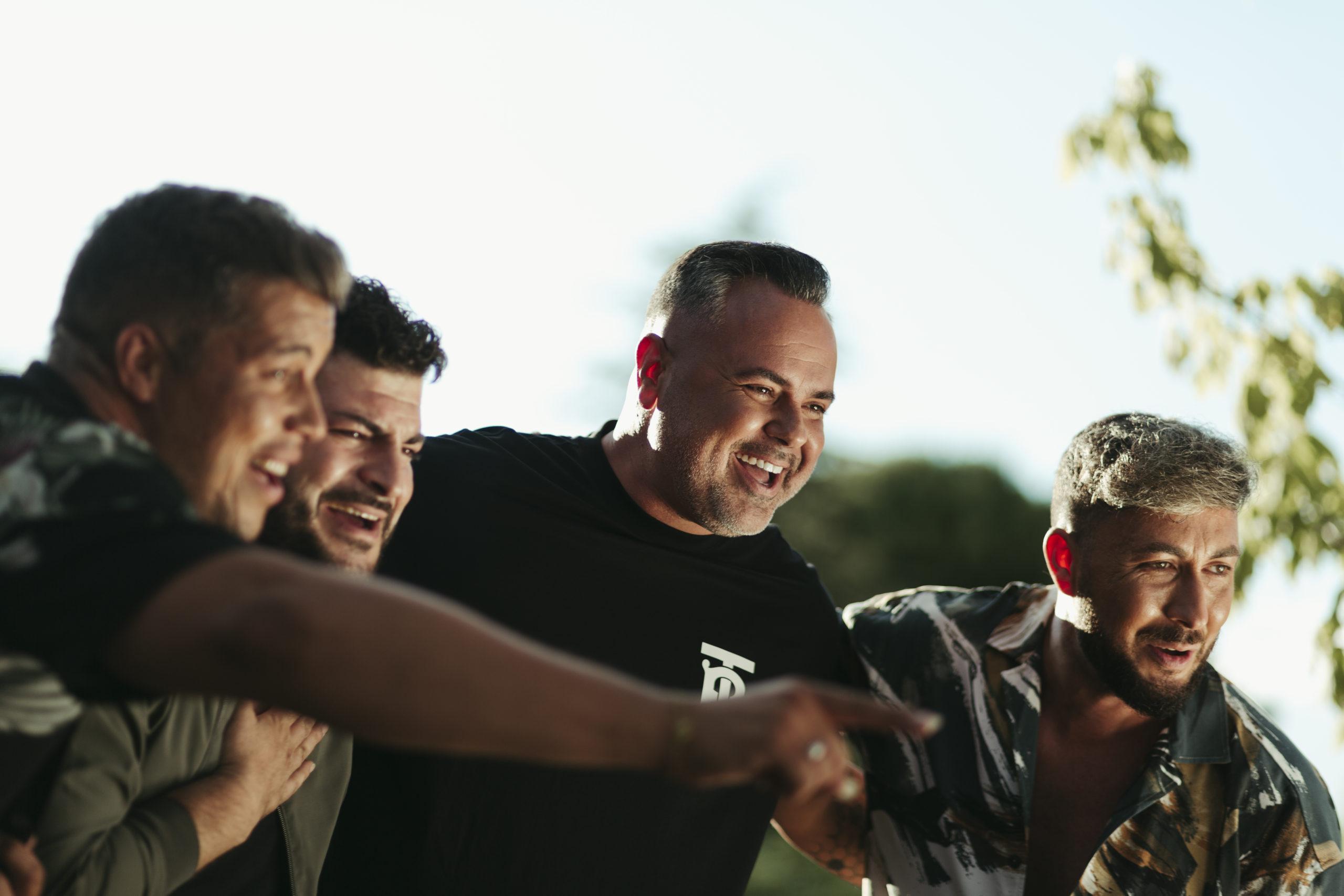 DECAI estrena «La Casita» junto a Juan Magán, una versión urbana del primer éxito en la carrera del grupo que celebra 15 años