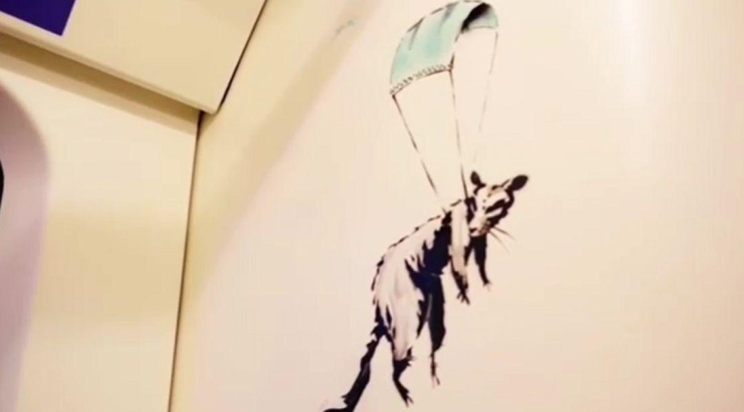 El artista callejero Banksy reaparece en el metro de Londres para reivindicar el uso de las mascarillas