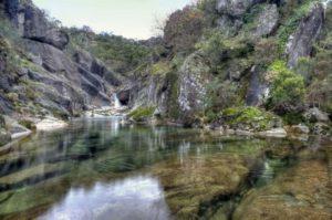 Cascada de Oitavén A Lama