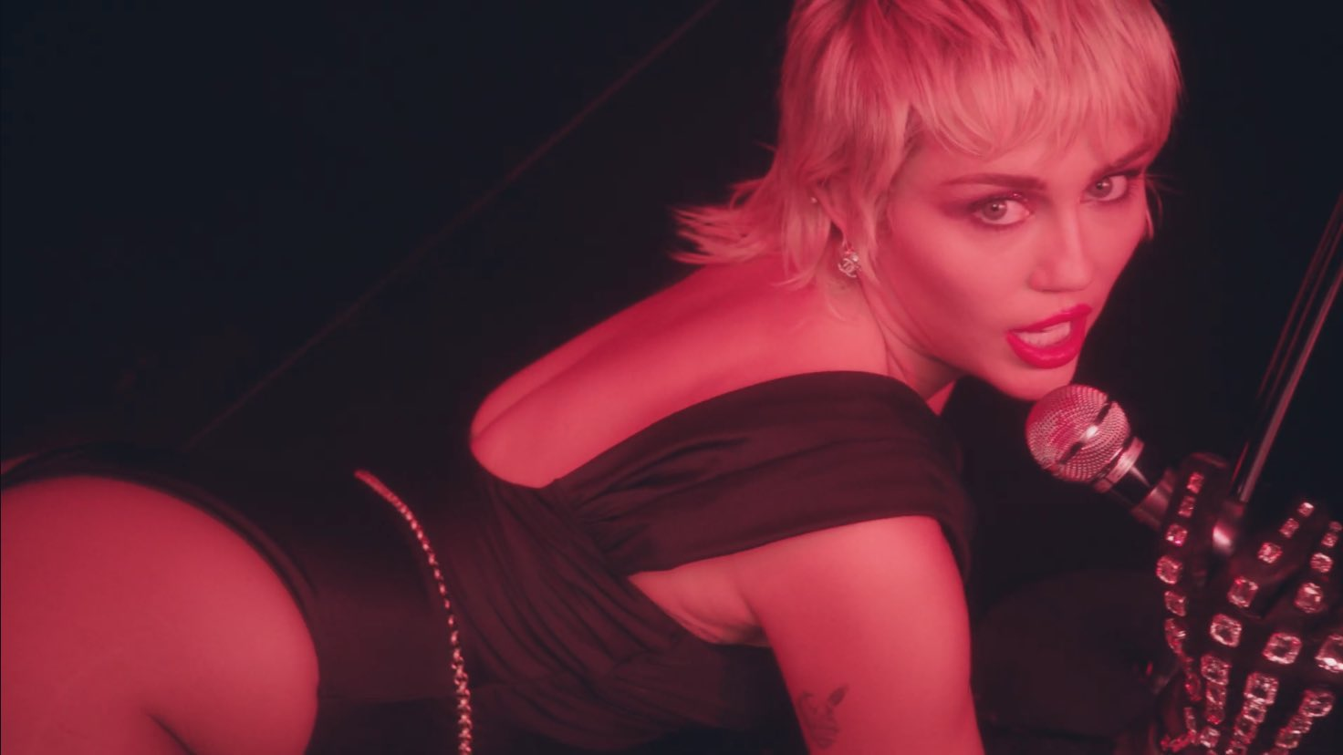 Miley Cyrus regresa a la música con Midnight Sky