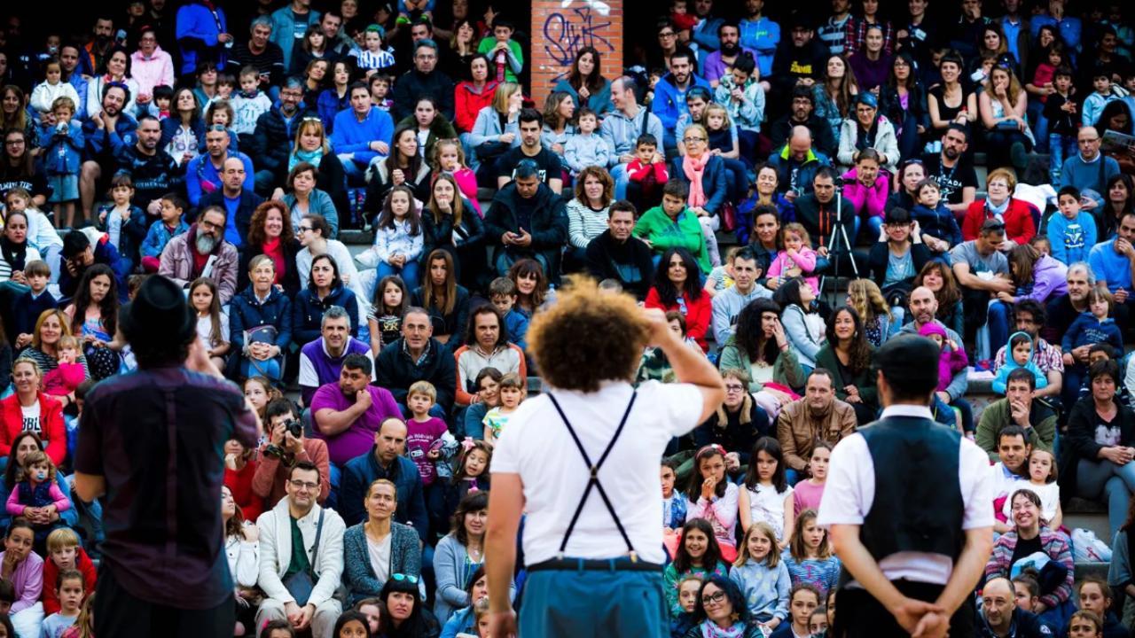 Los espectáculos en distritos de Bilbao dan la bienvenida a septiembre