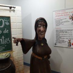Descubre la exposición '30 años de cuentos' con visitas teatralizadas