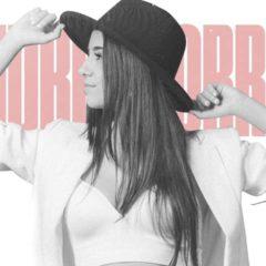 """La cantante alicantina Andrea Borrás presenta su primer álbum """"Mía"""" en directo"""