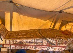 Descubren 27 sarcófagos en Egipto enterrados hace 2.500 años