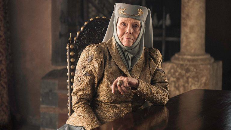 Diana Rigg interpretando a Olenna Tyrell
