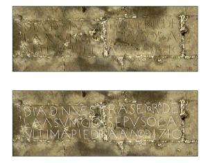 inscripción del puente de los peligros