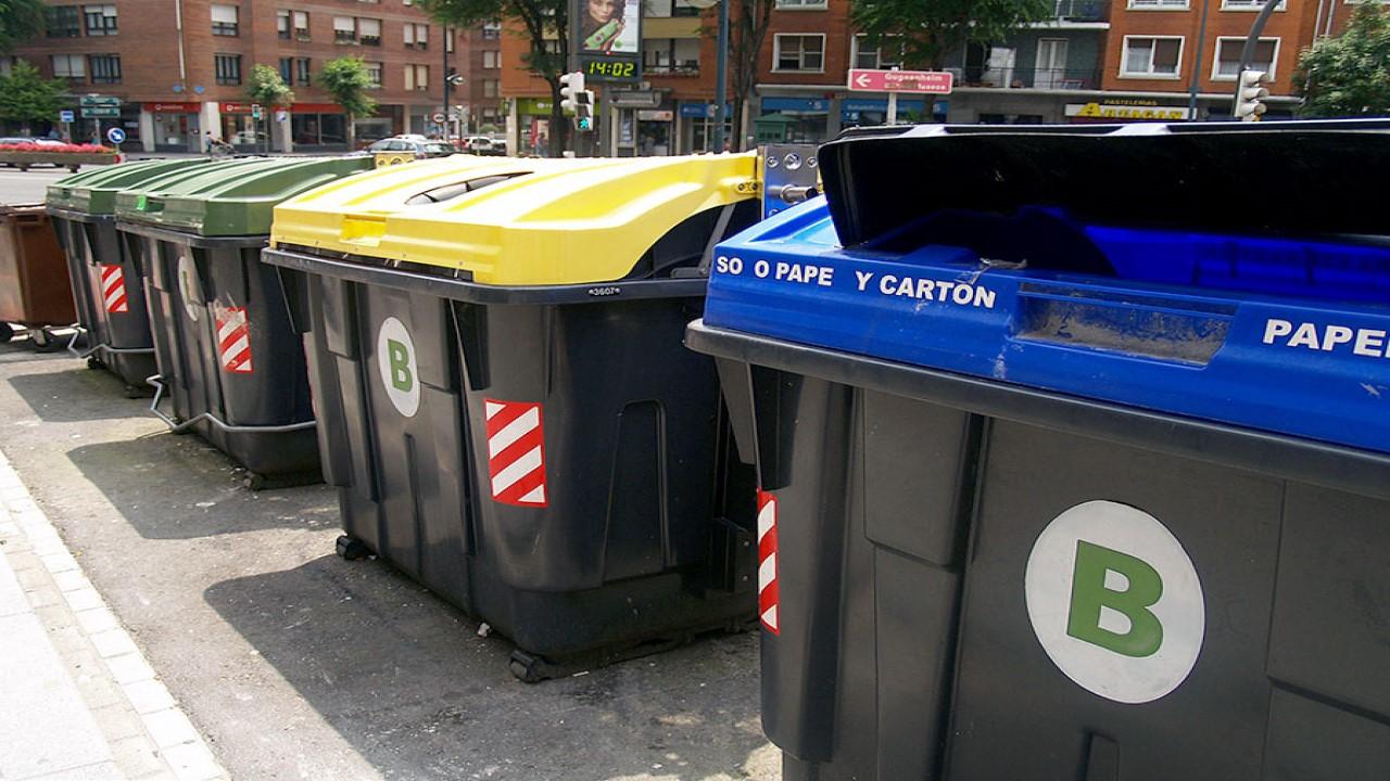 Bilbao instala nuevos tótems informativos y papeleras de reciclaje