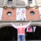 Emakume apartak de Pernan Goñi estará a partir de hoy ocupando la fachada de Azkuna Zentroa
