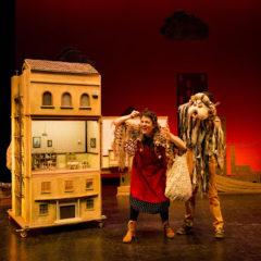 Observa todas las historias que se esconden 'Debajo del tejado' en el Teatro Bernal