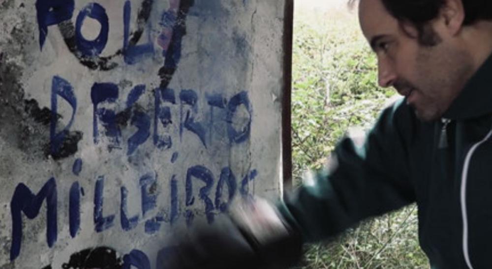 Anxos abandonados en mosaicos despois do combate teatro Vigo