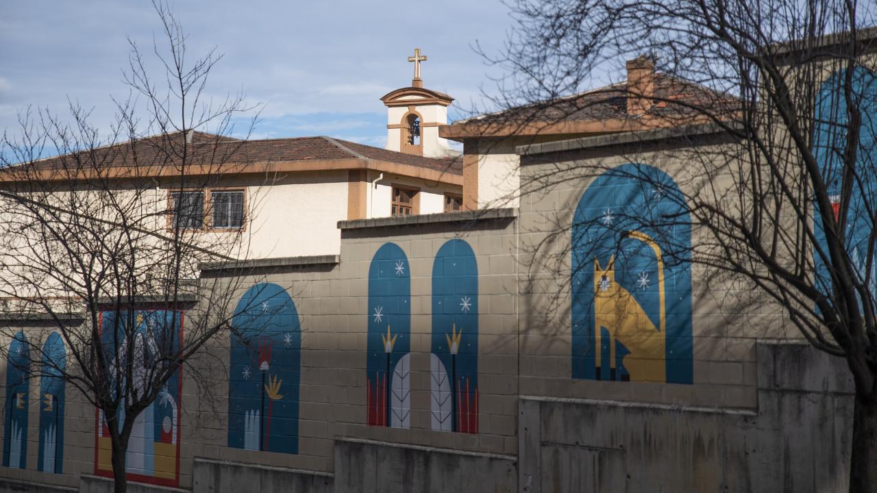 La artista Ruth Juan finaliza su mural en el Convento de la Concepción